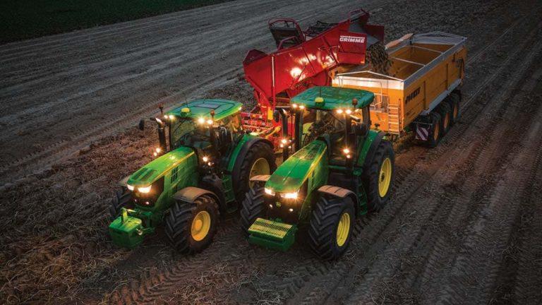 John Deere tractor using Machine Sync technology
